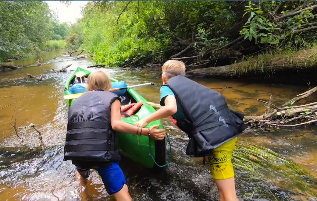 Extreme canoeing with kids in Soomaa National Park